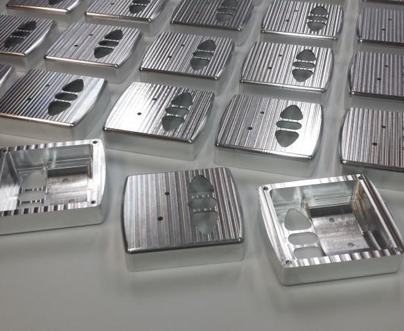 obudowy-centralek-frezowane-z-aluminium